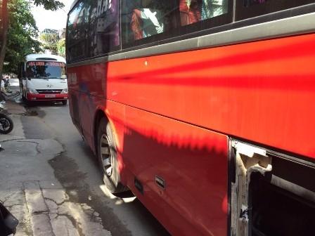 Hiện trường hai xe khách sau vụ hỗn chiến