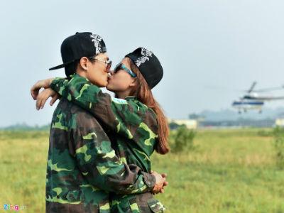 Màn cầu hôn lãng mạn khi nhảy dù từ trực thăng