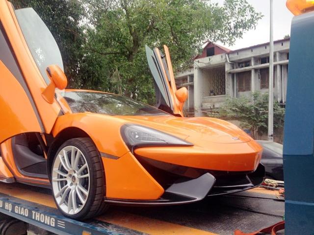 Siêu xe McLaren 570S này được trang bị bộ la-zăng đa chấu.
