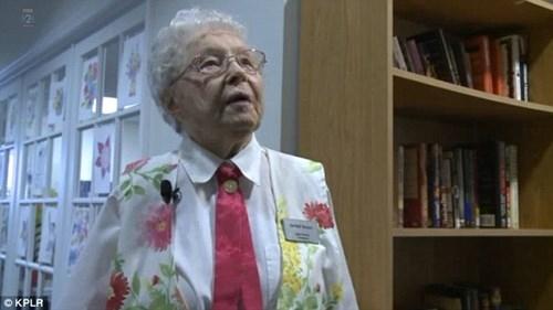 Cụ bà 102 tuổi ước mơ 'được' cảnh sát bắt một lần trong đời - ảnh 2