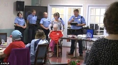 Cụ bà 102 tuổi ước mơ 'được' cảnh sát bắt một lần trong đời - ảnh 6