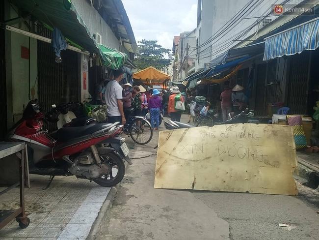 Đâm chém kinh hoàng trong chợ ở Sài Gòn, 2 anh em họ tử vong - Ảnh 1.