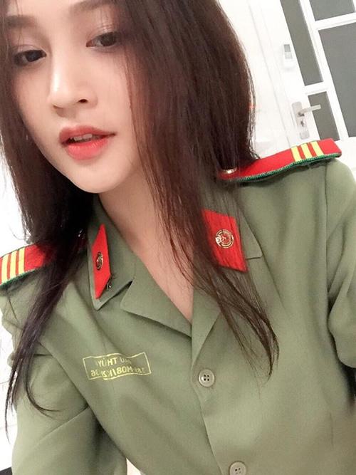 nu cong an khien cong dong mang san lung thong tin vi qua xinh dep - 1