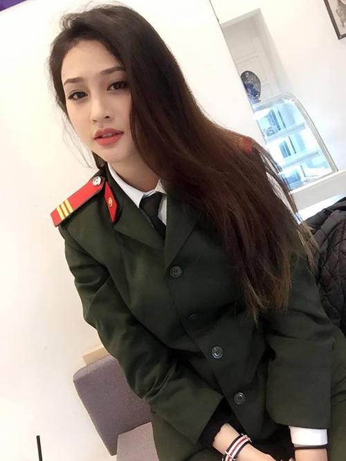 nu cong an khien cong dong mang san lung thong tin vi qua xinh dep - 2