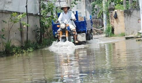 Dân Sài Gòn khổ sở vì nước ngập cả tháng không rút - ảnh 5