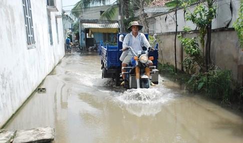 Dân Sài Gòn khổ sở vì nước ngập cả tháng không rút - ảnh 9