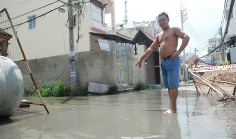 Dân Sài Gòn khổ sở vì nước ngập cả tháng không rút - ảnh 10