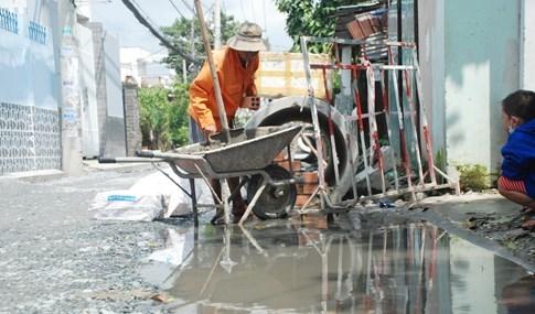 Dân Sài Gòn khổ sở vì nước ngập cả tháng không rút - ảnh 12