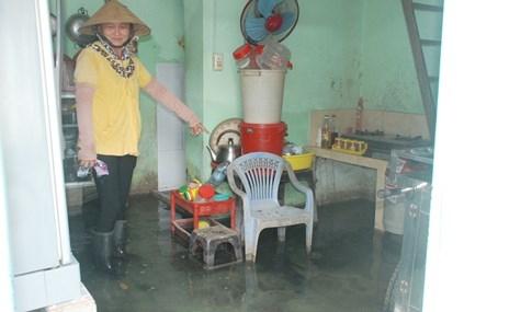 Dân Sài Gòn khổ sở vì nước ngập cả tháng không rút - ảnh 15