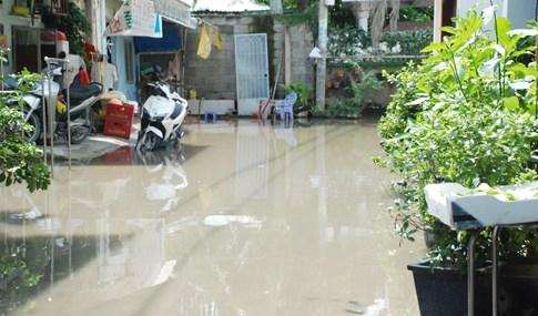Dân Sài Gòn khổ sở vì nước ngập cả tháng không rút - ảnh 21
