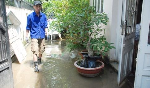 Dân Sài Gòn khổ sở vì nước ngập cả tháng không rút - ảnh 22