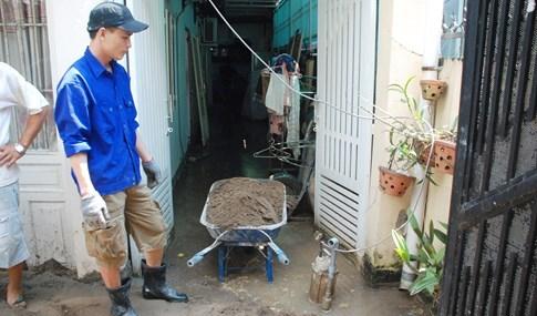 Dân Sài Gòn khổ sở vì nước ngập cả tháng không rút - ảnh 23