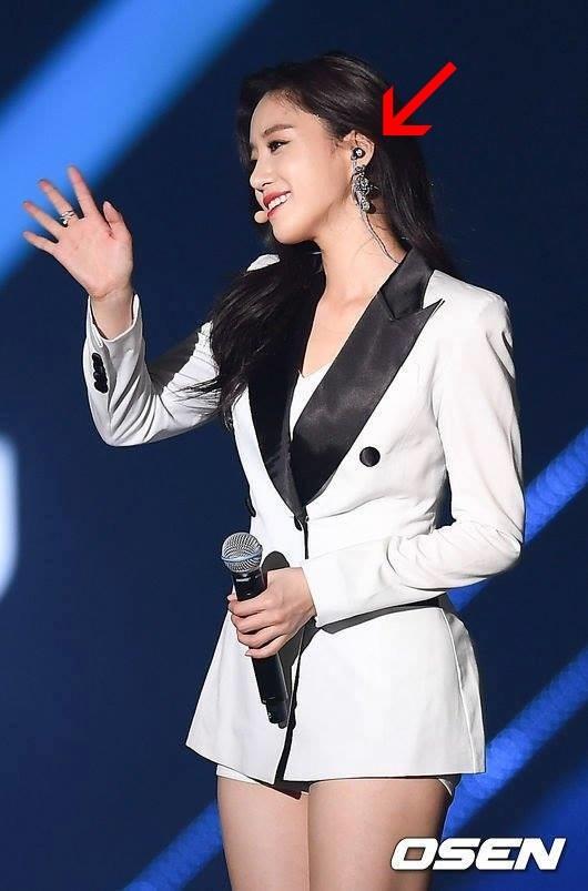 Thần tượng Eunjung sử dụng tai nghe Việt.