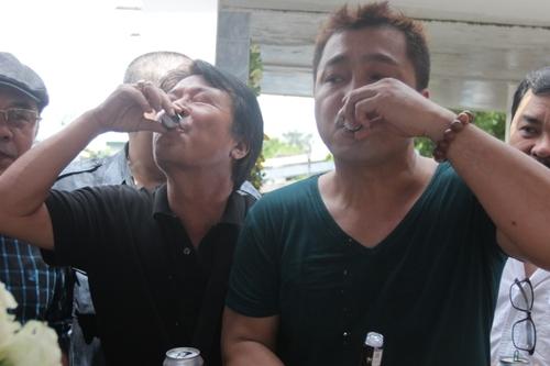 nguoi-yeu-cu-dong-nghiep-vieng-mo-le-cong-tuan-anh-6