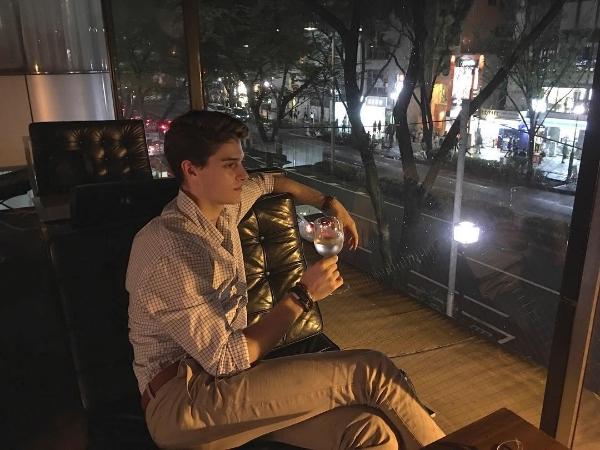 Trai Tây 6 múi, điển trai livestream khiến gái Việt đồ rầm rầm đua nhau chia sẻ - Ảnh 7.
