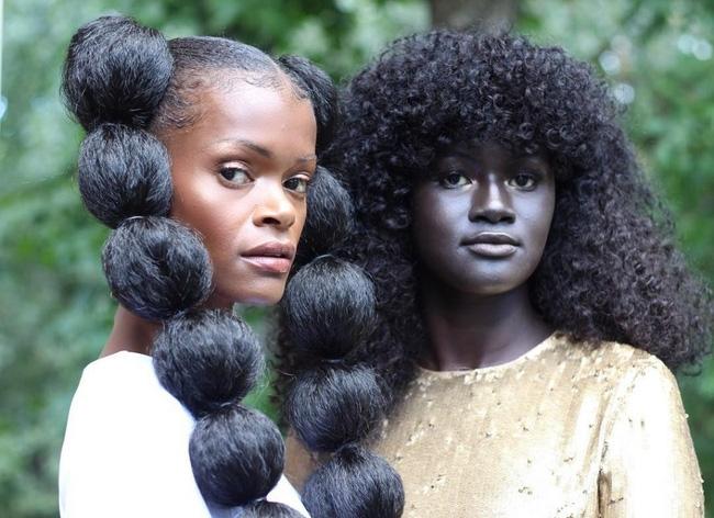 Vẻ đẹp của cô gái có làn da đen kỳ lạ nhất thế giới - Ảnh 6.