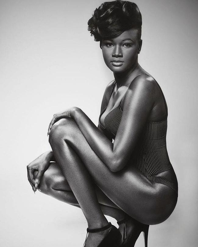 Vẻ đẹp của cô gái có làn da đen kỳ lạ nhất thế giới - Ảnh 8.