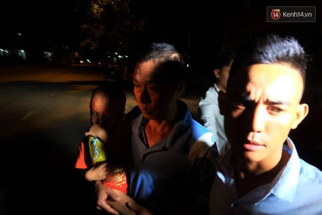 Vụ bé trai bị tôn cứa cổ: Gia đình đón người lái xích lô về nhà - Ảnh 3.
