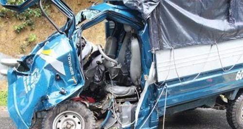Xe tải đâm nhau kinh hoàng trên trên đèo, tài xế chết thảm - ảnh 1
