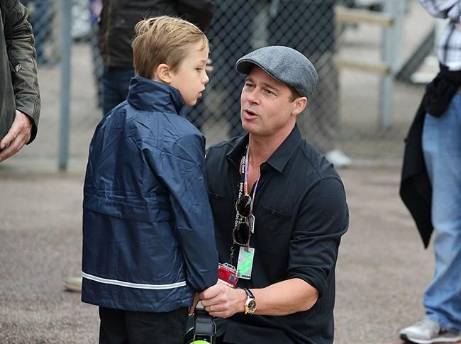 Brad Pitt khoc khi doan tu cac con hinh anh 1