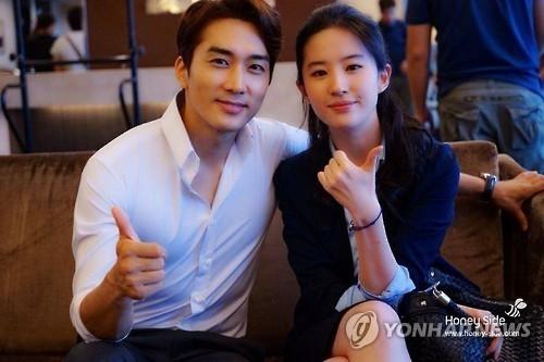 Song Seung Hun don tuoi 40 ben Luu Diec Phi hinh anh 1