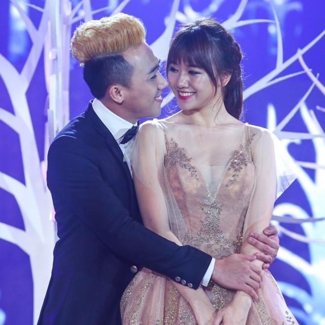 Tran Thanh om ap Hari Won tren san khau hinh anh 3