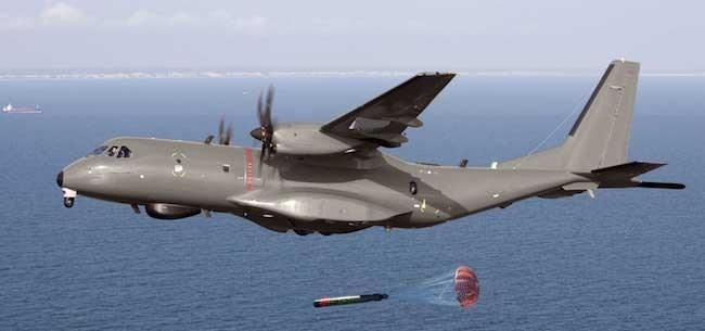 Airbus trình diễn máy bay vận tải C295 dùng tiếp dầu trên không - ảnh 3