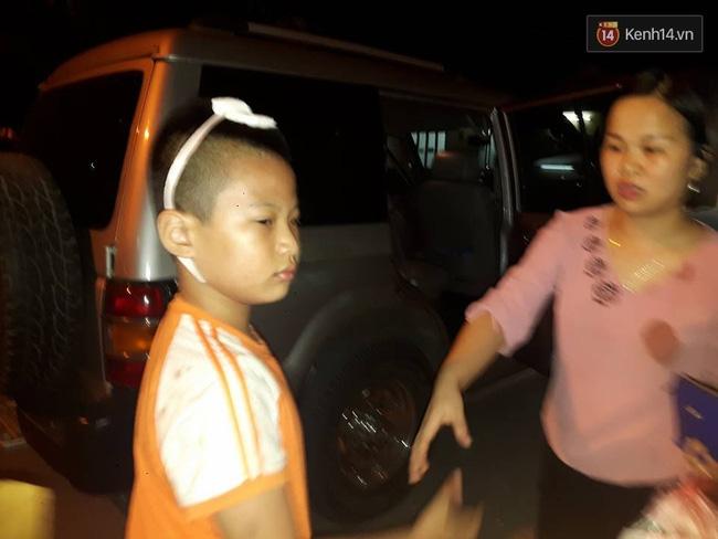 Hà Nội: Mâu thuẫn trên bàn nhậu, người đàn ông cầm bát nước nắm ném rách đầu bé trai 9 tuổi - Ảnh 2.