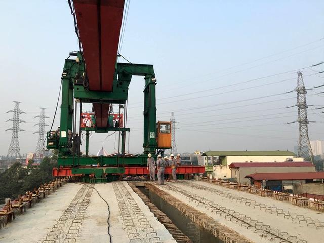 Việc hợp long toàn tuyến đánh dấu sự kết thúc phần việc quan trọng nhất để chuyển sang giai đoạn mới là thi công ray tàu và chuẩn bị công tác lắp ráp thiết bị nhà ga, đoàn tàu