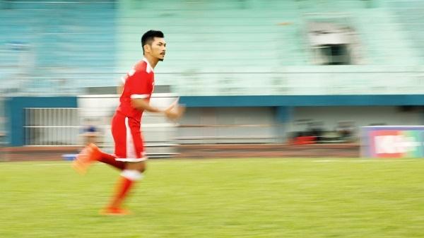 Huyme trở thành cầu thủ bóng đá điển trai trong phim điện ảnh Sút - Ảnh 7.