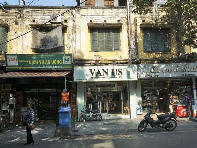 Hàng tầng kim - cổ mặt phố Đường Thành.