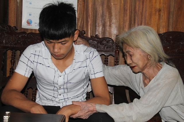 Nỗi đau đớn tột cùng của người bà khi Khánh phải chịu mức án 18 tháng tù vì tội Cướp tài sản