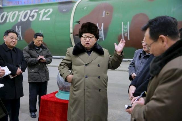 Nhà lãnh đạo Triều Tiên Kim Jong-un (giữa). (Ảnh: Reuters)