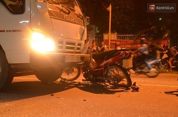 Điều khiển xe máy tông trực diện vào xe tải, đôi nam nữ ở Sài Gòn nguy kịch - Ảnh 2.