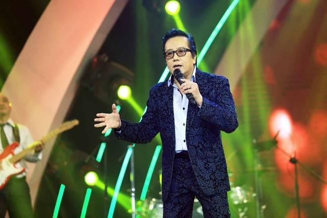 Elvis Phuong phong do tren san khau du 71 tuoi hinh anh 5