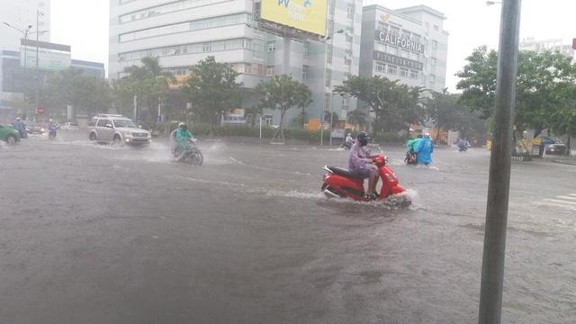Nhiều tuyến đường của Đà Nẵng bị ngập mỗi khi trời mưa