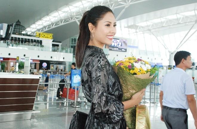 Nguyen Thi Loan, Phuong Linh len duong thi nhan sac quoc te hinh anh 2