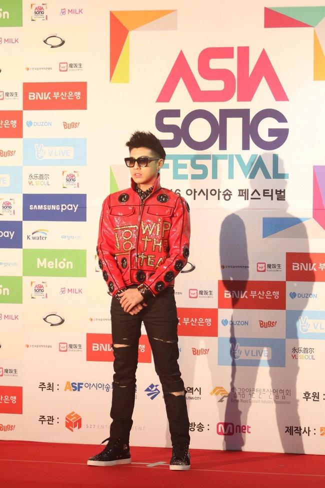 Noo Phước Thịnh cực ngầu bên dàn thần tượng đình đám xứ Hàn trên thảm đỏ Asia Song Festival 2016 - Ảnh 2.