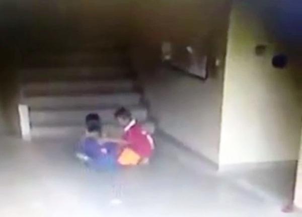 Thái Lan: Người đàn ông đánh đập dã man cậu bé 7 tuổi vì tội bắt nạt con trai mình - Ảnh 1.