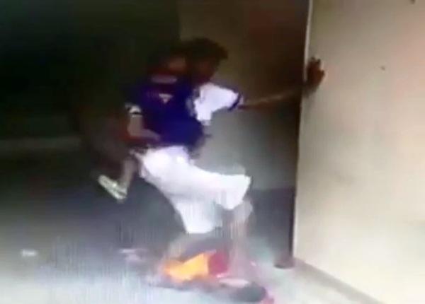 Thái Lan: Người đàn ông đánh đập dã man cậu bé 7 tuổi vì tội bắt nạt con trai mình - Ảnh 3.