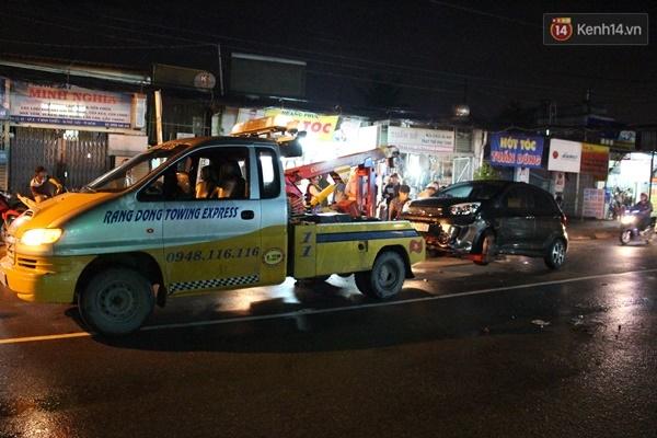 TP.HCM: Xế hộp gây tai nạn liên hoàn, 2 người nhập viện cấp cứu - Ảnh 2.