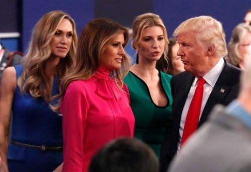 Ảnh ấn tượng trong cuộc tranh luận thứ 2 của Trump và Clinton - ảnh 3