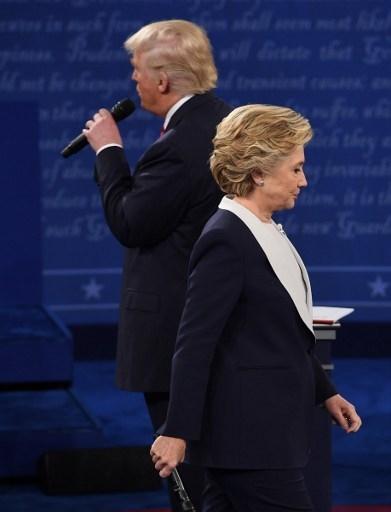 Ảnh ấn tượng trong cuộc tranh luận thứ 2 của Trump và Clinton - ảnh 10