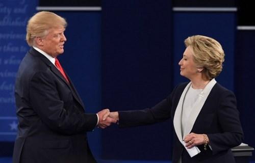 Ảnh ấn tượng trong cuộc tranh luận thứ 2 của Trump và Clinton - ảnh 12