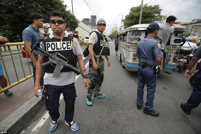 Chùm ảnh: Hơn 3.700 người đã chết trong cuộc chiến chống tội phạm ma túy ở Philippines - Ảnh 1.