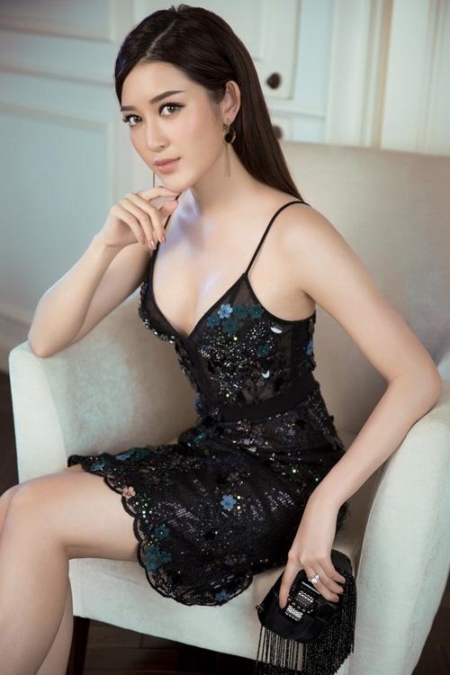 huyen-my-khoe-dang-cung-dam-tiec-ngan-tinh-xao-2