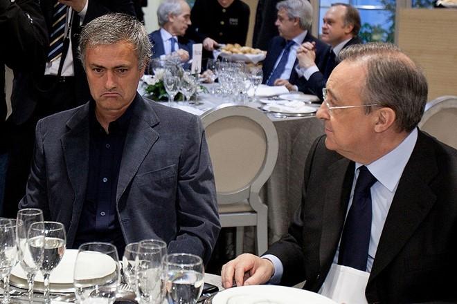 Mourinho am tham 'dam sau lung' Florentino Perez hinh anh 1