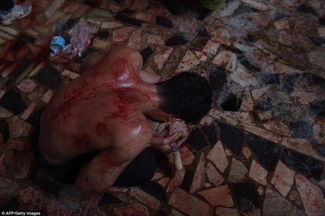 Rạch đầu trẻ nhỏ, nghi lễ rửa tội rùng rợn của người Hồi giáo - Ảnh 13.