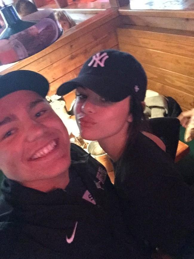 Selena Gomez lan dau xuat hien sau thoi gian dai tri benh hinh anh 1
