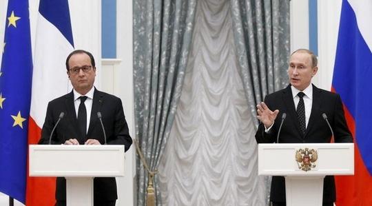Tổng thống Pháp Hollande (trái) và người đồng cấp Nga Putin. Ảnh: Reuters